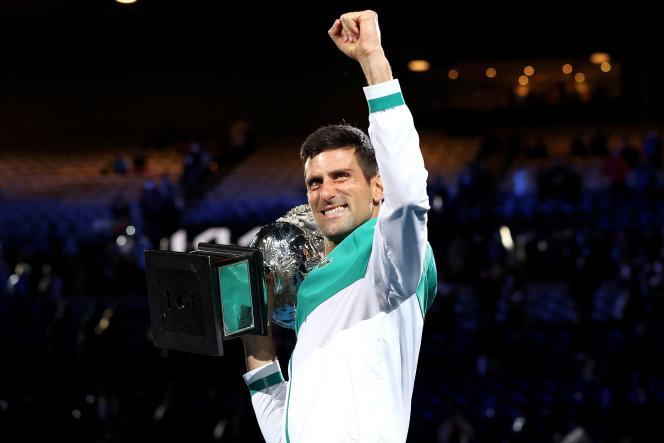 Novak Djokovic célèbre sa victoire à l'Open d'Australie, à Melbourne, le 21 février 2021.