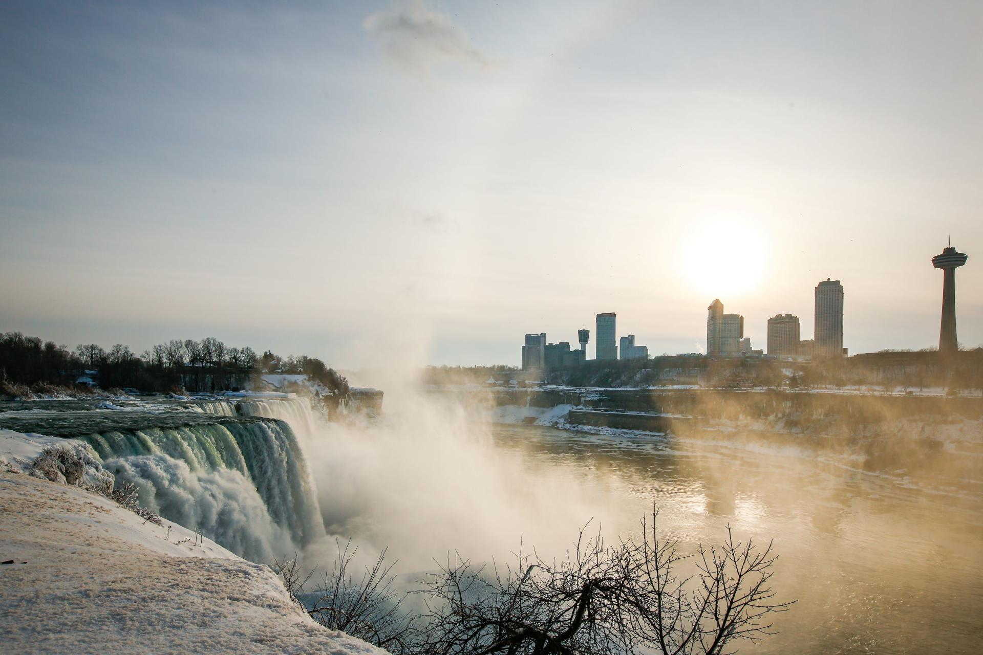 American Falls y Niagara Falls, EE. UU. El 21 de febrero de 2021.