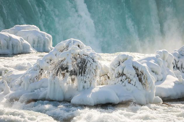 21 de febrero de 2021, en el borde de Horseshoe Falls en Niágara, EE. UU.