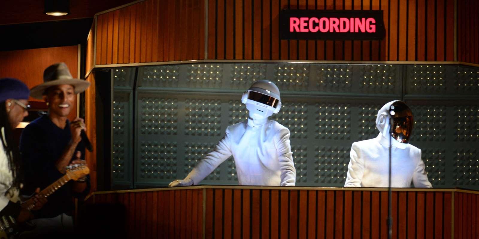 Le 26 janvier 2014, les Daft Punk lors de la cérémonie des Grammy Awards au Staples Center de Los Angeles (en Californie).