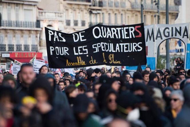 Des Marseillais manifestent en hommage aux victimes de l'effondrement d'unimmeuble rue d'Aubagne qui a fait 8 morts. Marseille, le 9 novembre 2019.