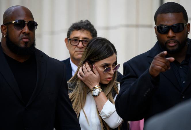 Emma Coronel Aispuro quitte le tribunal de Brooklyn, à New York, le 17 juillet 2019.