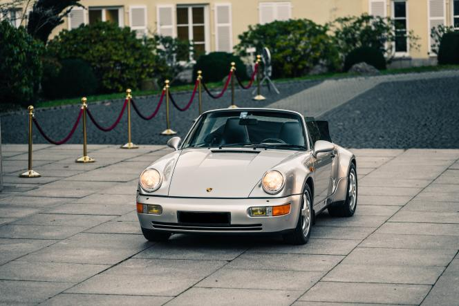 Porsche 911 type 964 Carrera 2 Cabriolet Works Turbo Look de 1992, en vente en mars chez Bonhams, à Paris.