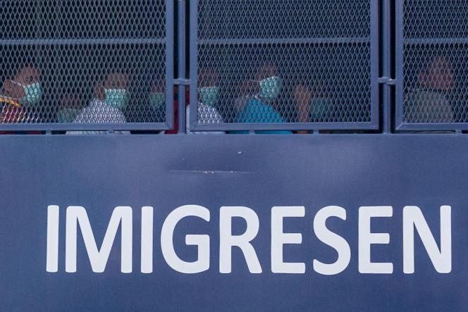 Les organisations non gouvernementales se sont inquiétées de la possible présence de demandeurs d'asile et de membres de minorités vulnérables parmi les migrants expulsés.