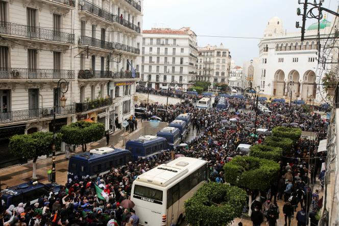 Manifestation à Alger, deux ans après la première marche du Hirak réclamant un changement de système et un Etat de droit, le 22 février.