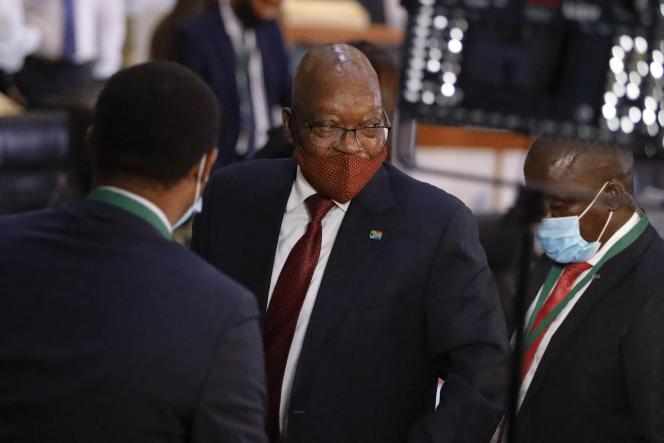L'ancien président Jacob Zuma quitte la Commission d'enquête contre la corruption, le 16 novembre 2020, à Johannesburg.