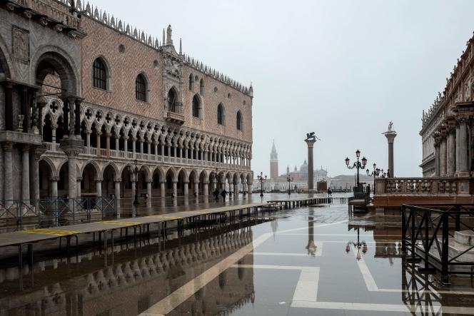 Le palais des Doges sur la place Saint-Marc à Venise, alors que le Carnaval est annulé du fait de l'épidémie de Covid-19, le 7 février.