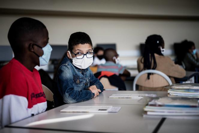 Dans une salle de classe d'un collège de Bron, près de Lyon, le 1er septembre 2020.