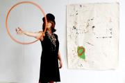 Martine Zussy lors d'une séance photo, en septembre 2020, pour le catalogue de Motoco dans l'atelier d'Anne-Sophie Tschiegg.