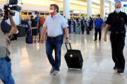 Le sénateur du Texas, le républicain Ted Cruz, de retour vers son Etat, le 18 février 2021, à l'aéroport international de Cancún, au Mexique.