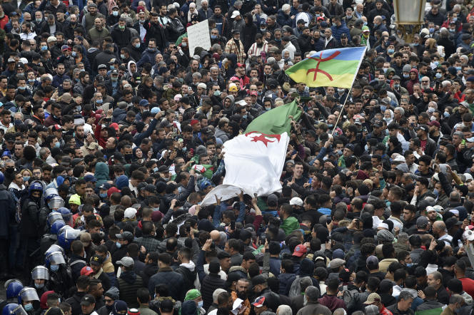 Dans un communiqué publié à la fin de septembre, le Rassemblement actions jeunesse (RAJ) avait rejeté les accusations des autorités algériennes, fondées «essentiellement sur les activités publiques de l'association durant le Hirak ».