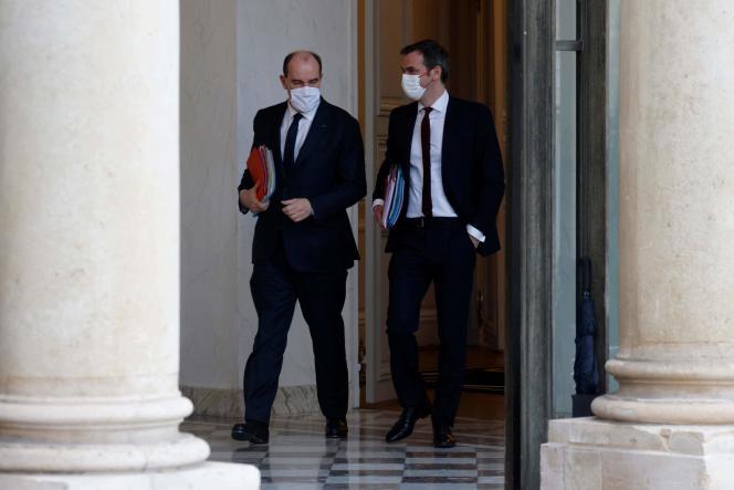 Le premier ministre, Jean Castex, et le ministre de la santé, Olivier Véran, à l'Elysée à Paris, le 17 février.