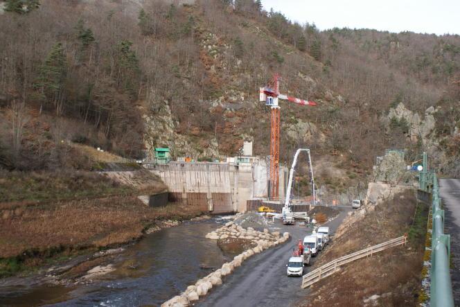 Chantier des travaux du barrage de Poutès, en décembre 2020.