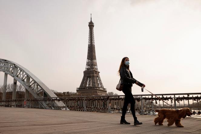 Dans les rues de la capitale française, jeudi 25 février.