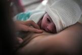 Un nouveau né à l'hôpital de Nantes, en 2018.