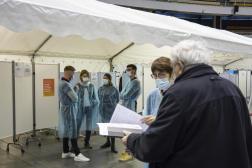 Dans un centre de vaccination à Lyon, le 18 février.
