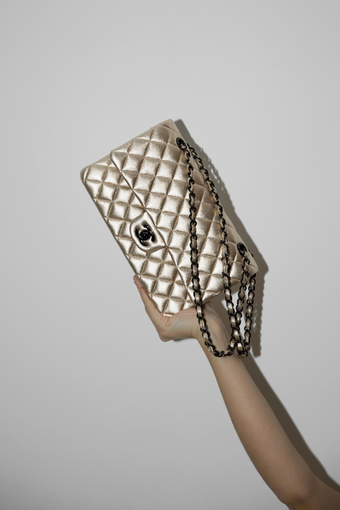 Sac en cuir métallisé,Chanel, 6 500 €. chanel.com