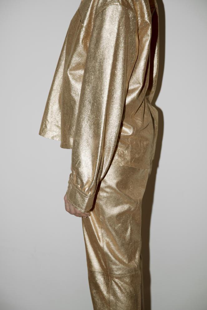 Chemise et pantalon en cuir Nappa lamé, forte_forte, 825 € pièce. forte_forte.com