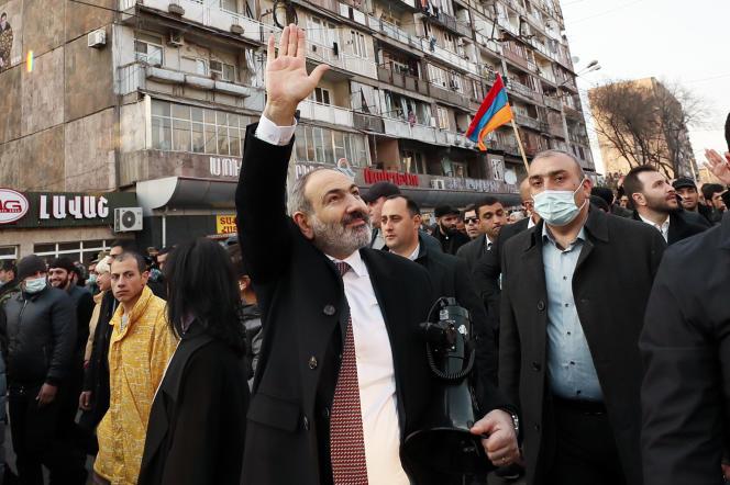 Le premier ministre arménien, Nikol Pachinian, lors d'un rassemblement de ses partisans, jeudi 25 février, à Erevan.