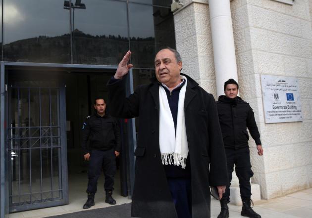 Le gouverneur de Naplouse, Ibrahim Ramadan, à la sortie de son bureau, le 23 février 2021.