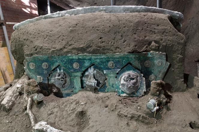 Un grand char de cérémonie, dans un excellent état, a été retrouvé à Pompéi.