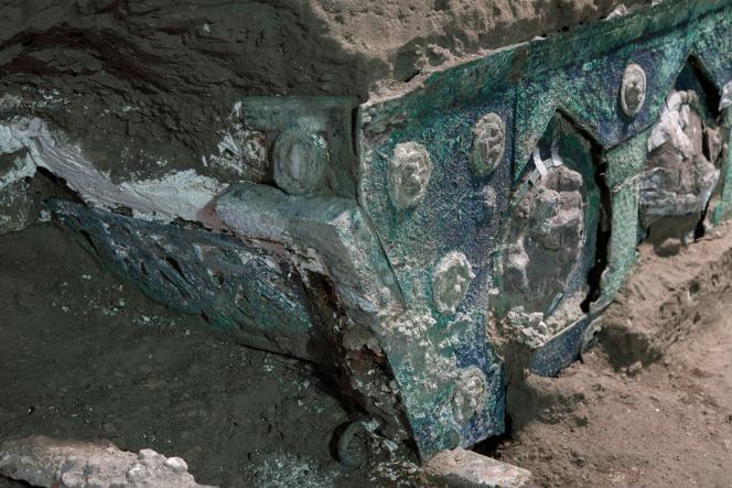 Un détail du char de cérémonie mis au jour par les archéologues.