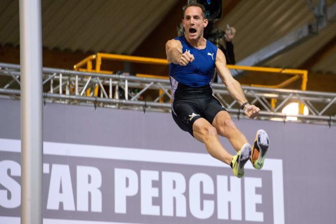 Renaud Lavillenie juste après avoir franchi la barre à 6 mètres 06