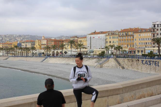 L'accés aux plages est interdit durant le confinement du week-endà Nice le 27 février.