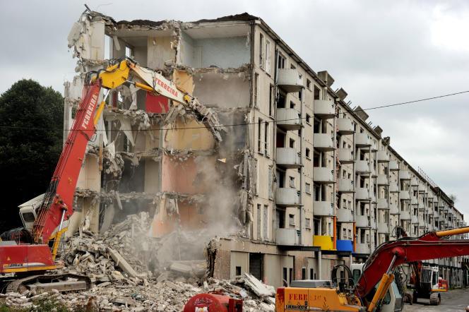 Programme de rénovation d'un immeuble à Lille, en 2012.