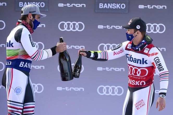 Mathieu Faivre et Alexis Pinturault célèbrent leur podium commun après le second géant de Bansko, dimanche
