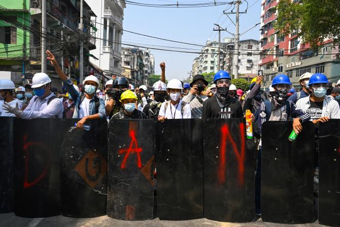 A Rangoun, les forces de sécurité ont aussi très vite dispersé une manifestation. Mais on ignore si des tirs à balles réelles ont eu lieu.