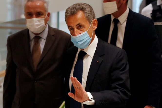 Nicolas Sarkozy à son arrivée au tribunal de Paris, lundi 1er mars.