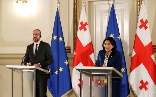La présidente géorgienne, Salomé Zourabichvili,et le président du Conseil européen, Charles Michel, à Tbilissi, le 1er mars 2021.