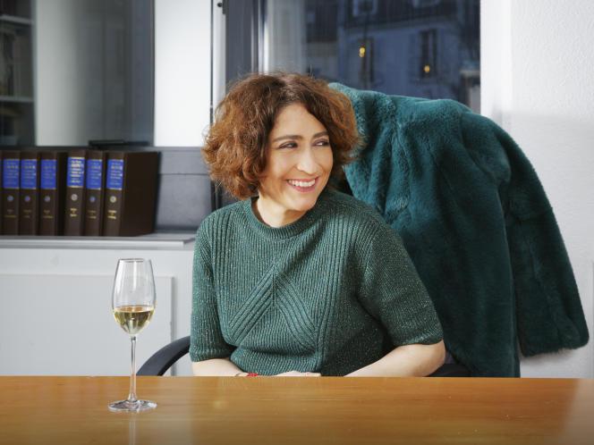 Isabelle Saporta dans son bureau des éditions Fayard, à Paris, le 11 février.