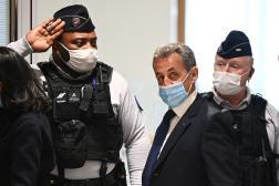 L'ancien président Nicolas Sarkozy arrive au palais de justice de Paris pour entendre le jugment de son procès, le 1er mars 2021.