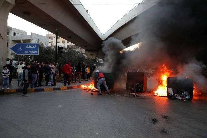 Des manifestants à Beyrouth, le 2 mars 2021.