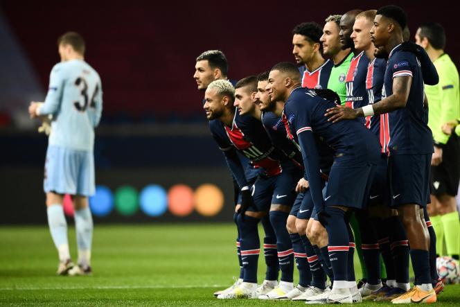 Les joueurs du Paris Saint-Germain avant leur rencontre contre l'Istanbul Baseksehir, le 8 décembre à Paris.