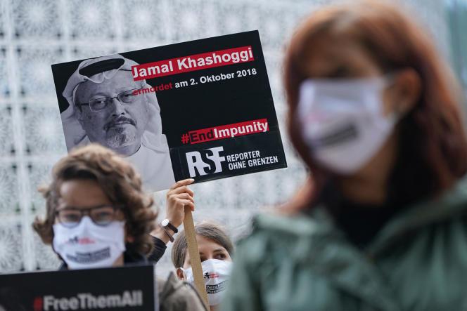 Manifestation de Reporters sans frontières devant l'ambassade de l'Arabie saoudite à Berlin (Allemagne) le 2 octobre 2020, deux ans après la mort de Jamal Khashoggi.