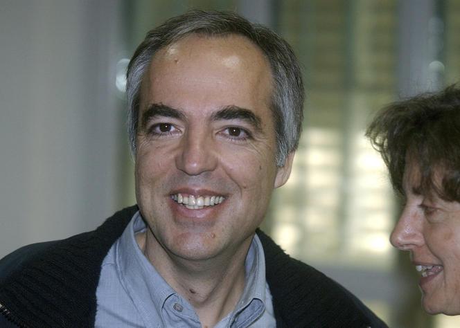 Dimitris Koufodinas, le 2 décembre 2005, lors du procès en appel des membres du groupe terroriste grec 17-Novembre devant un tribunal spécial dans une prison de haute sécurité d'Athènes.