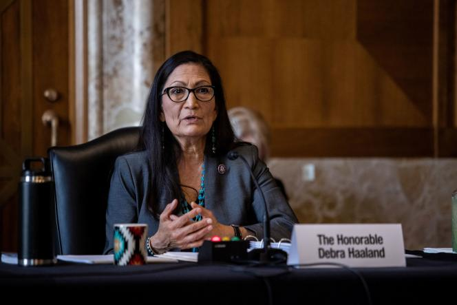Deb Haaland ya había hecho historia al convertirse, en 2018, en una de las dos primeras mujeres nativas americanas elegidas al Congreso.