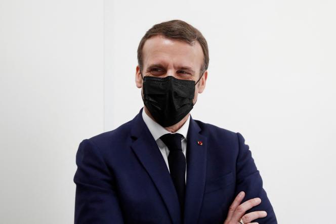 Emmanuel Macron visite un centre de vaccination contre le Covid-19, à la CPAM deBobigny (Seine-Saint-Denis), le 1er mars.