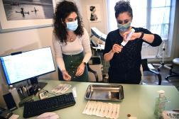 Dans un cabinet médical, à Paris, le 25 février 2021.