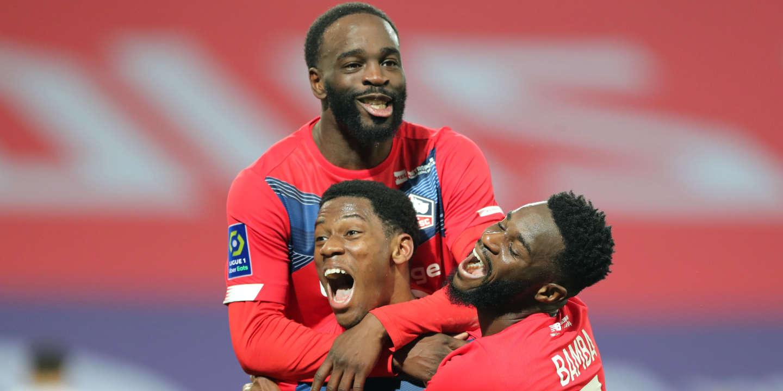 Ligue 1 : Lille bat l'OM et reste en tête, Paris et Lyon suivent le rythme