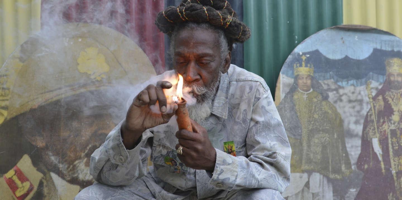 Bunny Wailer, légende jamaïcaine du reggae et membre fondateur des Wailers, est mort - Le Monde