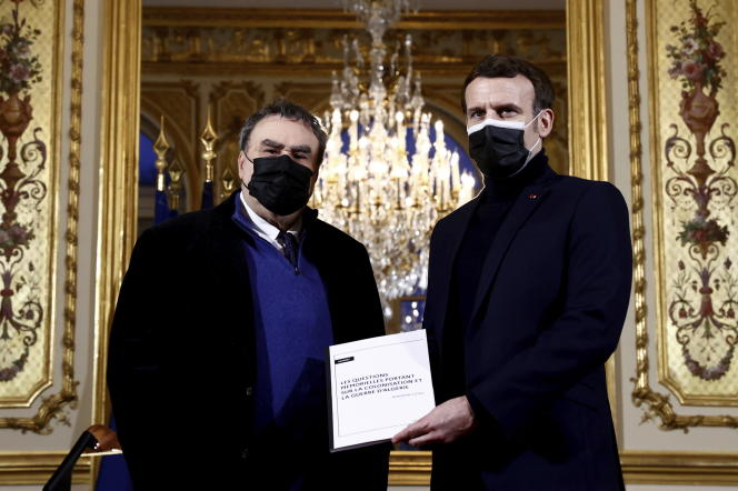 L'historien Benjamin Stora et le président de la République, Emmanuel Macron, à l'Elysée, le 20 janvier2021.