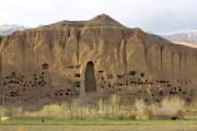 L'une des grottes de Bamiyan (Afghanistan), en avril 2002, dans lesquelles les bouddhas géants ont été détruits par les talibans en mars 2001.
