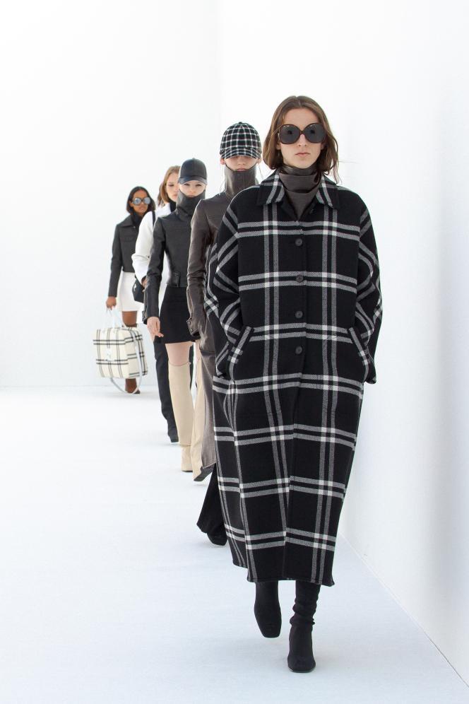 Manteau à double carreaux Courrèges inspiré des archives de 1963.