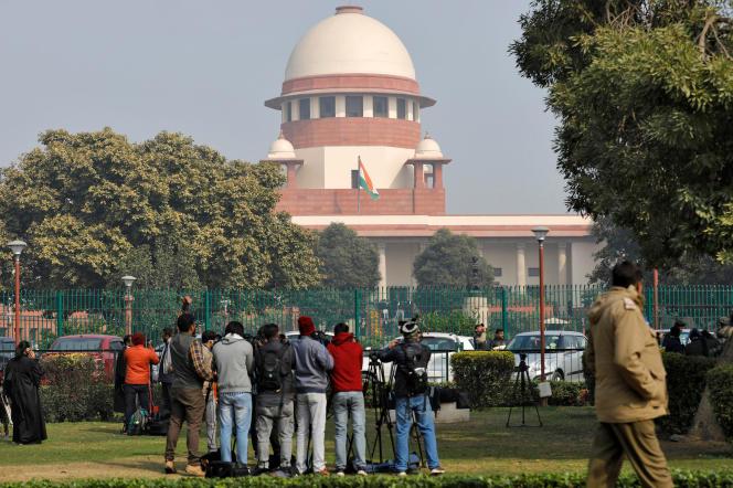 Devant la Cour suprême indienne, à New Delhi, en janvier 2020.