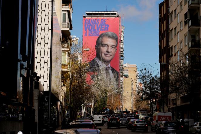 En décembre, Joan Laporta a fait déployer une banderole de cinquante mètres de haut sur la façade d'un édifice à Madrid, avec une légende, ironique et provocante: «Envie de vous revoir», à l'attention de son éternel rival, le Real.