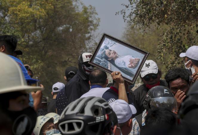 Bei der Beerdigung von Kial Sen in Mandalay am Donnerstag, den 4. März.